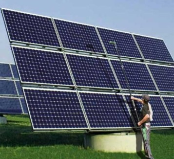 Cleaning a Solar PV Array 1